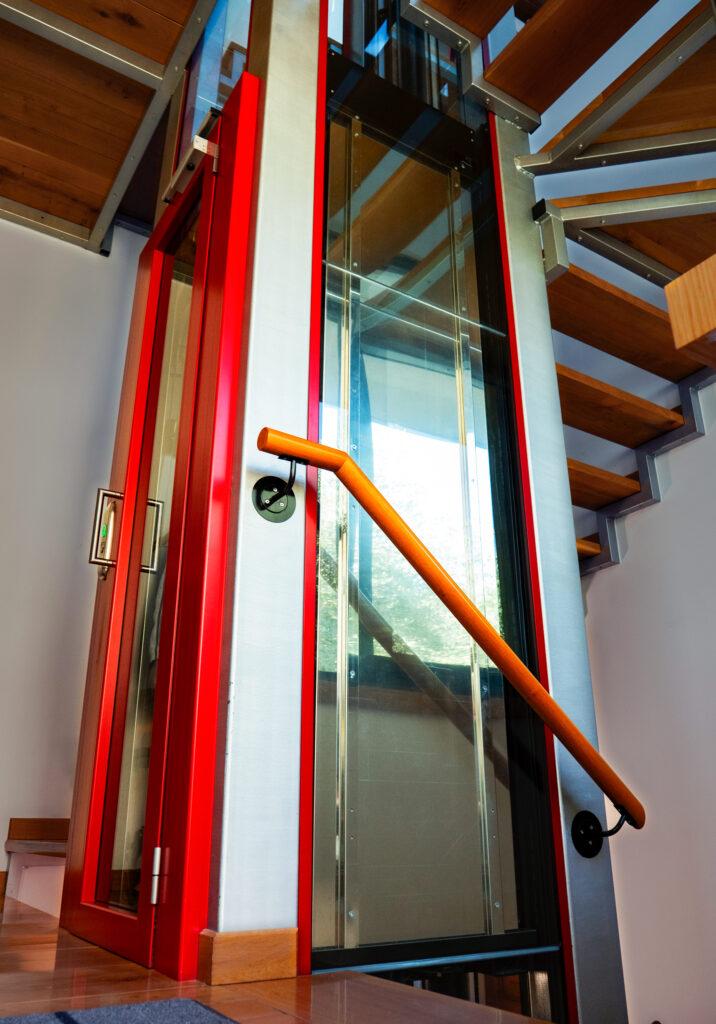 mini ascensore per spazi ridotti, installazione di Monsano