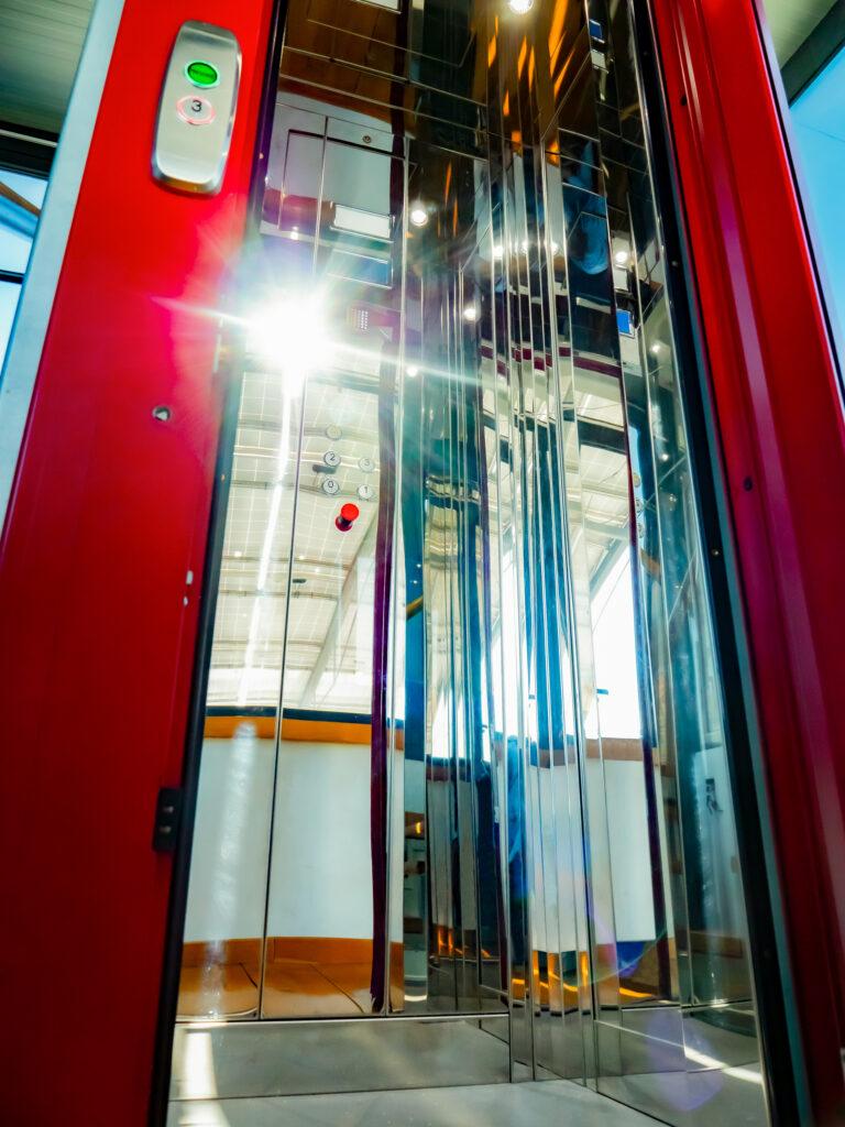 mini ascensori per spazi ristretti, raccontiamo il caso di Monsano